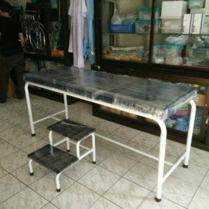เตียงตรวจโรคแบบเหล็กพ่นสี / Disease examination bed , Painted steel