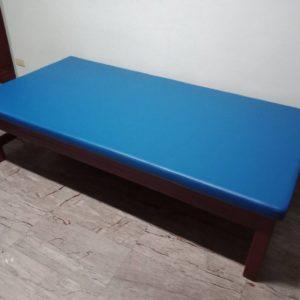 เตียงกายภาพแบบเตี้ยพร้อมเบาะ / Short physical bed with cushion